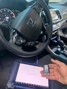 Auto locksmith coding a new key fob (Honda)