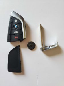 Battery replacement of BMW key fob