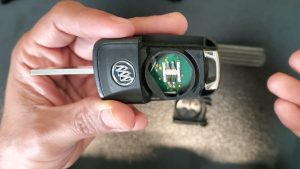 Flip key for Buick - Inside look, chip and battery replacement