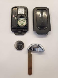 Honda key fob battery replacement - Inside look