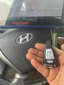 Coding a New Hyundai Veracruz Key by an Automotive Locksmith