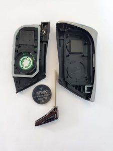2021 Lexus key fob - inside look