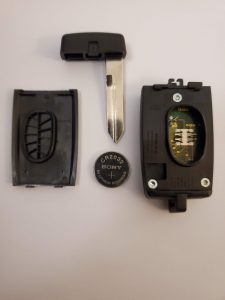 How the Key Fob Looks Inside, Battery and Emergency Key (164-R7028 remote key fob)