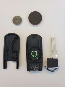 How the key fob looks inside - Battery, chip and emergency key