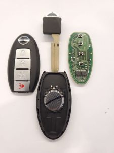 Nissan key fob battery replacement - Inside look of chip, emergency key and battery