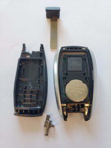 Subaru key fob and emergency key